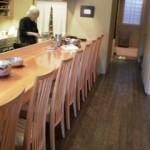『日本料理  とらや』さんの店内・奥にテーブル席もあります♪