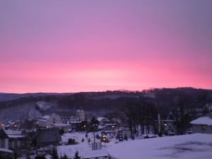 『富良野のホテル・ベルヒルズからの早朝の眺め』