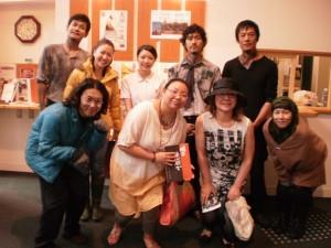 『2012年富良野公演最終日にて「明日、悲別」出演者と共に♪』